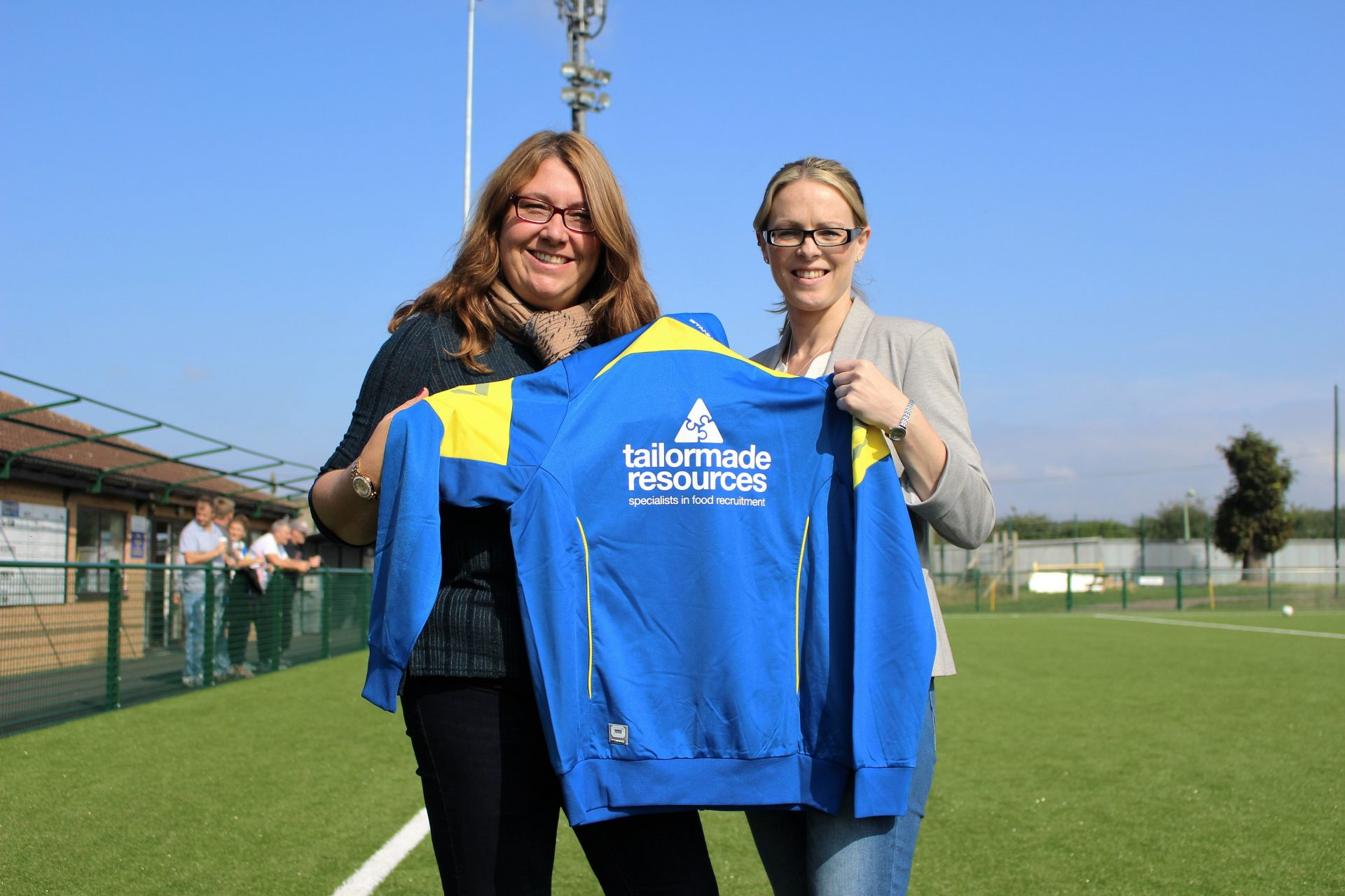 Tailor Made Resources sponsors Newmarket Ladies Football Club